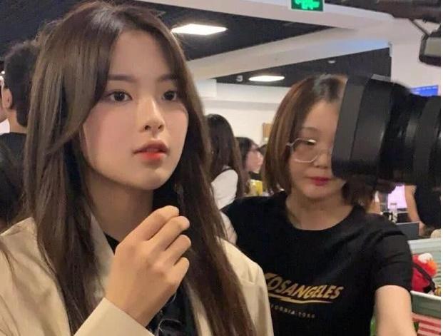 Chùm ảnh camera thường của ''Mỹ nhân bất tài'' Dương Siêu Việt: Xinh xuất sắc, lấn át hoàn toàn thành viên cùng nhóm