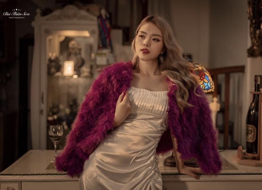 """Hot girl Kim Minh hóa """"Quý cô thành đạt"""" trong bộ ảnh mới nhất"""