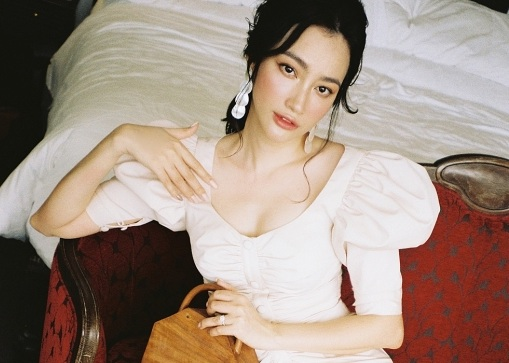 Ngắm vẻ đẹp quý phái không kém phần nóng bỏng của hoa hậu Trương Tri Trúc Diễm