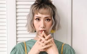 Min là ca sĩ nữ thứ 4 của showbiz Việt đạt nút vàng YouTube và là người thứ 10 đạt thành tích này
