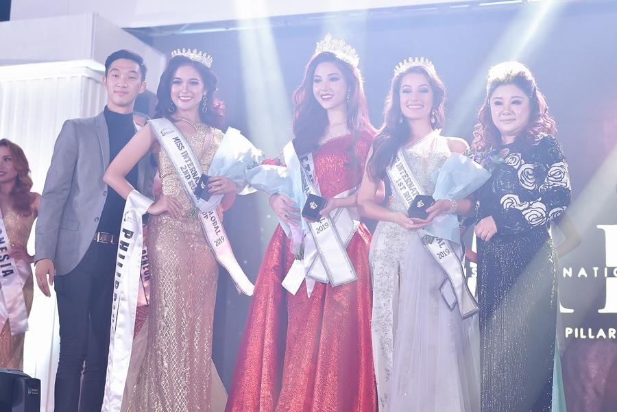 Âm thầm đi thi, đại diện Việt Nam đăng quang Hoa hậu quốc tế toàn cầu 2019